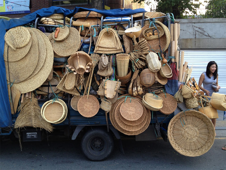 seoul-korea-street-vendor-straw-objects-mona-kim