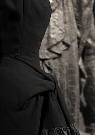 moowon-balenciaga-fashion-hautecouture-color-black-mona-kim-31